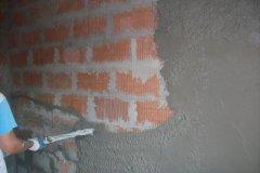 strojové omítání stěn